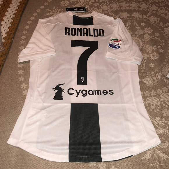 new product 09bcd a999b Juventus Ronaldo Jersey 18/19 Size L NWT